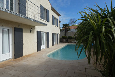 SUPERBE VILLA 8 PIECES ET PISCINE A SAINT GEORGES DE DIDONNE